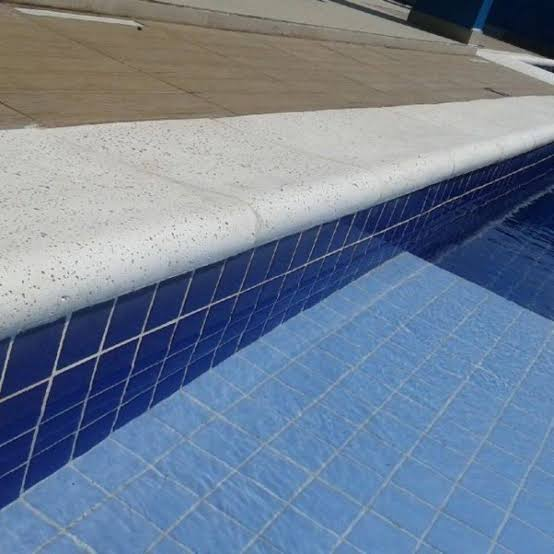 Borda de piscina Peito de Pombo Atérmica